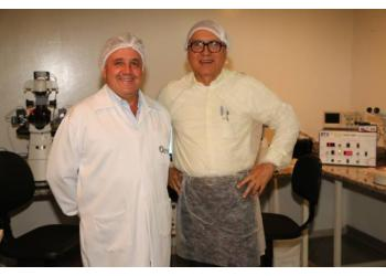 Rodolfo Rumpf, coordenou a 1ª experiência de clonagem bovina no Brasil e Sebastião Nascimento, jornalista que acompanha todos os momentos de evolução do setor Agro, inclusive os que envolvem ciência e biotecnologias.